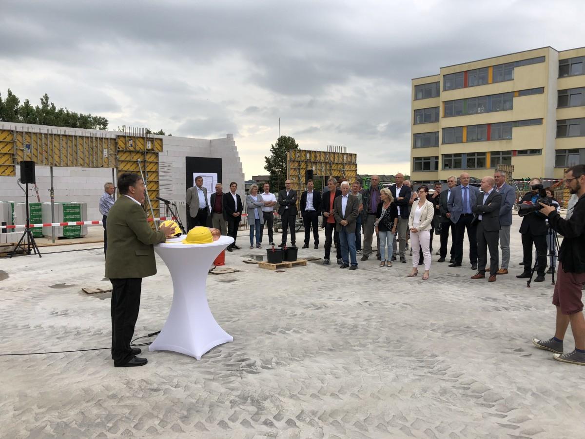 Oberbürgermeister Egerer bei seiner Rede :: Foto: BPS architektur gmbh